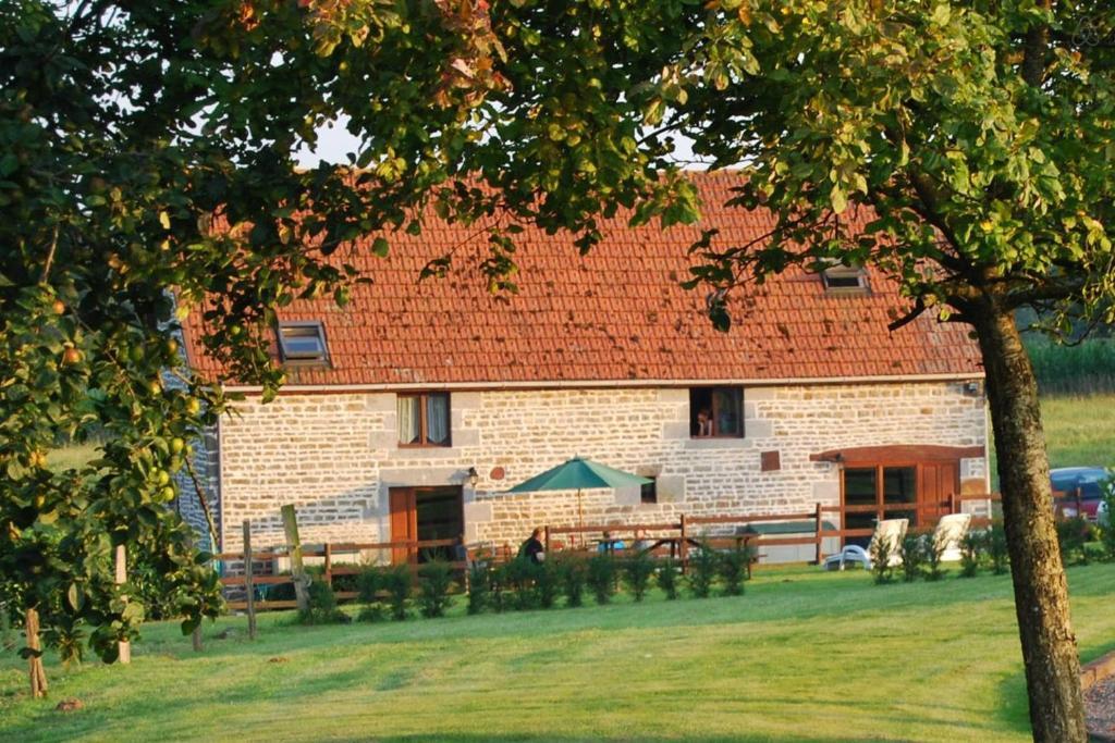 Casa de campo Les Basses Beaulinges (Francia Isigny-le-Buat ...