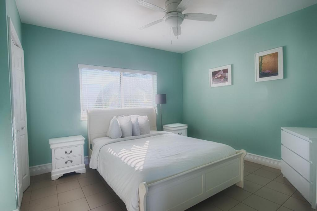 hollywood beachside boutique suite hollywood book your. Black Bedroom Furniture Sets. Home Design Ideas