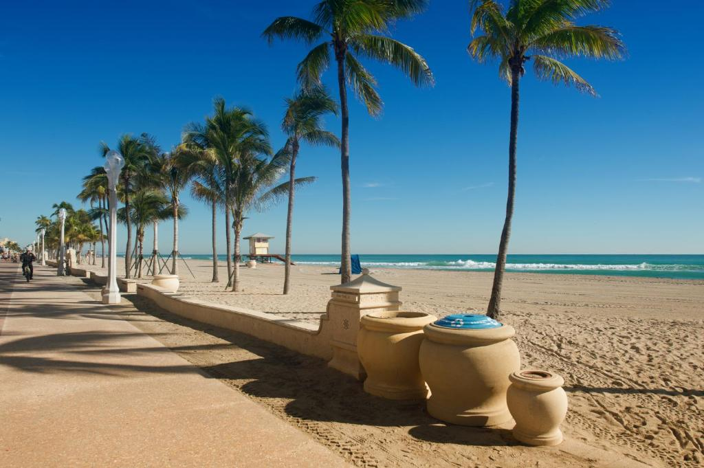 Hollywood Beachside Boutique Hotel