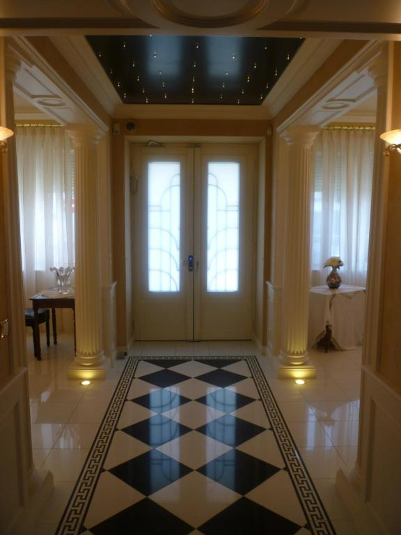 chambres d 39 h tes villa orion chambres d 39 h tes royan. Black Bedroom Furniture Sets. Home Design Ideas