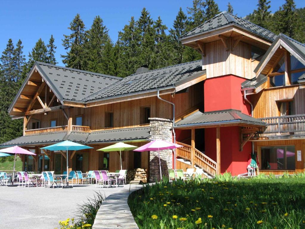 Chalet hotel vaccapark bonneville viamichelin informatie en online reserveren - Chalet stijl kamer ...