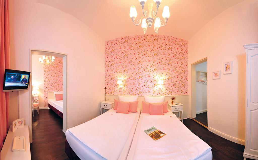 hotel domspitzen colonia reserva tu hotel con viamichelin. Black Bedroom Furniture Sets. Home Design Ideas