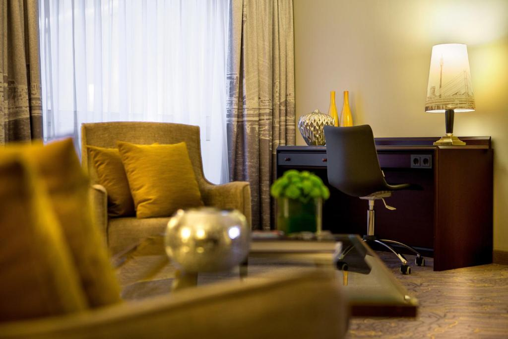 renaissance duesseldorf hotel d sseldorf informationen und buchungen online viamichelin. Black Bedroom Furniture Sets. Home Design Ideas