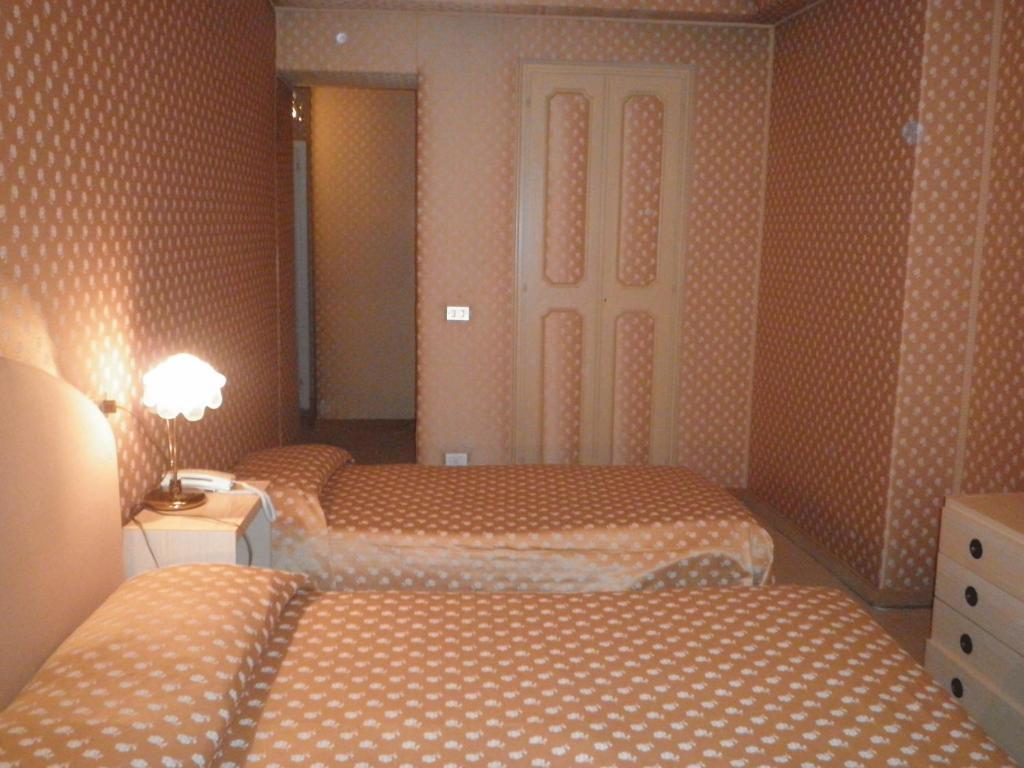 Albergo sempione stresa prenotazione on line viamichelin for Hotel saini meuble stresa
