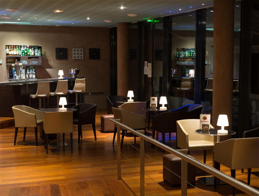 Astoria appart 39 h tel agen online booking viamichelin for Appart hotel agen