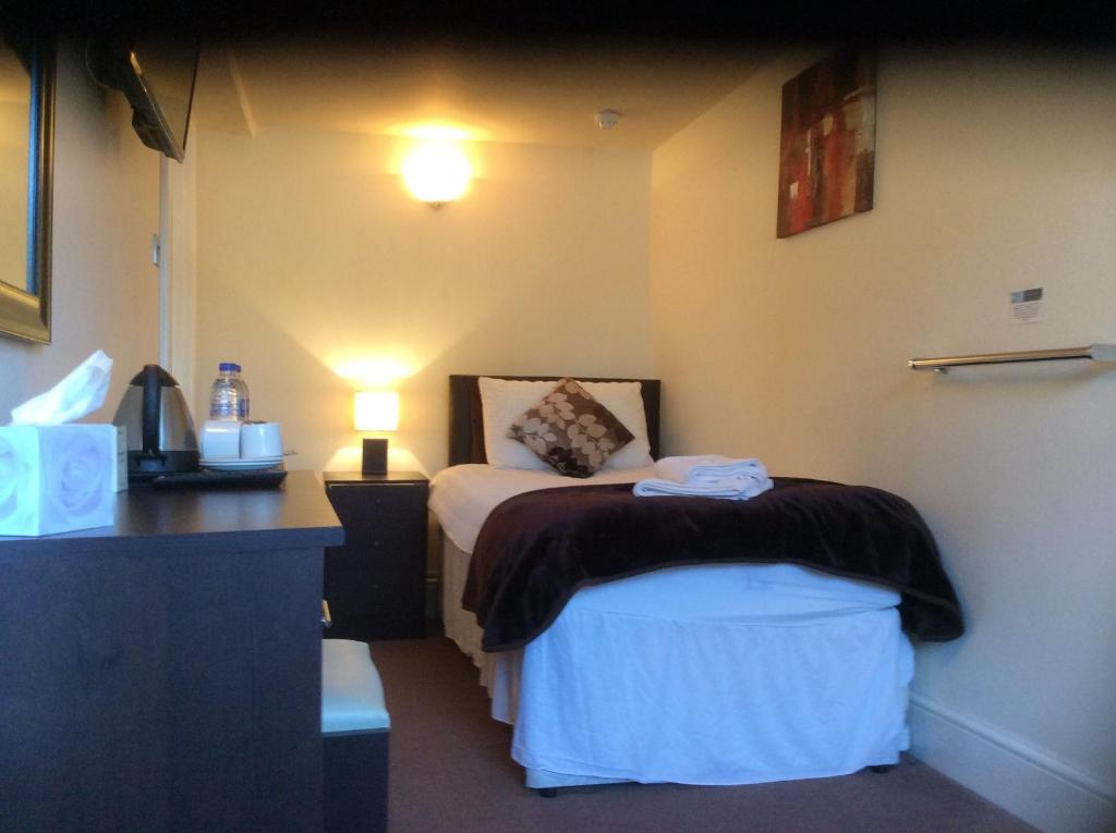 The silverton inn cullompton book your hotel with for The silverton