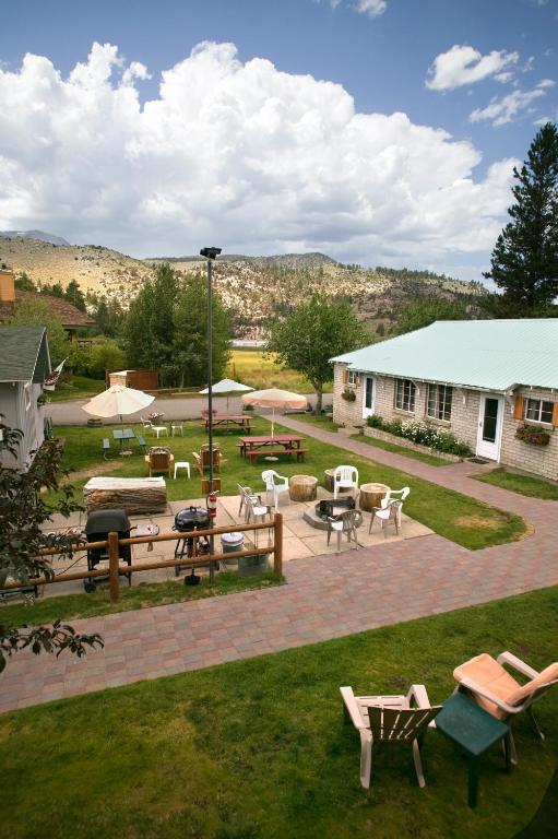 Lake front cabins mammoth lakes book your hotel with for Lakefront cabins june lake