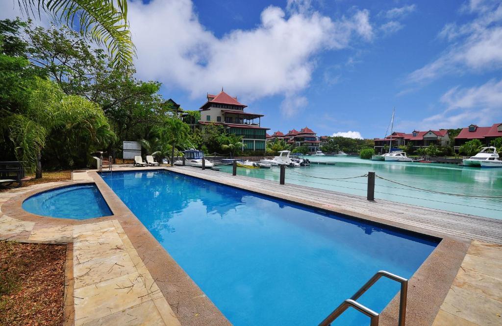 Apartment luxury apt on seychelles eden island seychelles - Eden island hotel seychelles ...