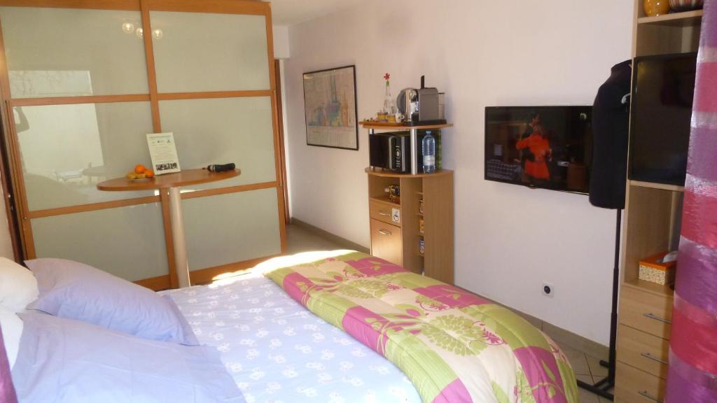 chambres d 39 h tes pied terre en ville chambres d 39 h tes marseille. Black Bedroom Furniture Sets. Home Design Ideas