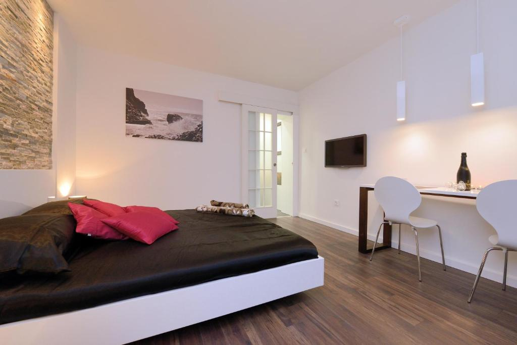 Guest house d g i zadar viamichelin informatie en online reserveren for Moderne toiletartikelen