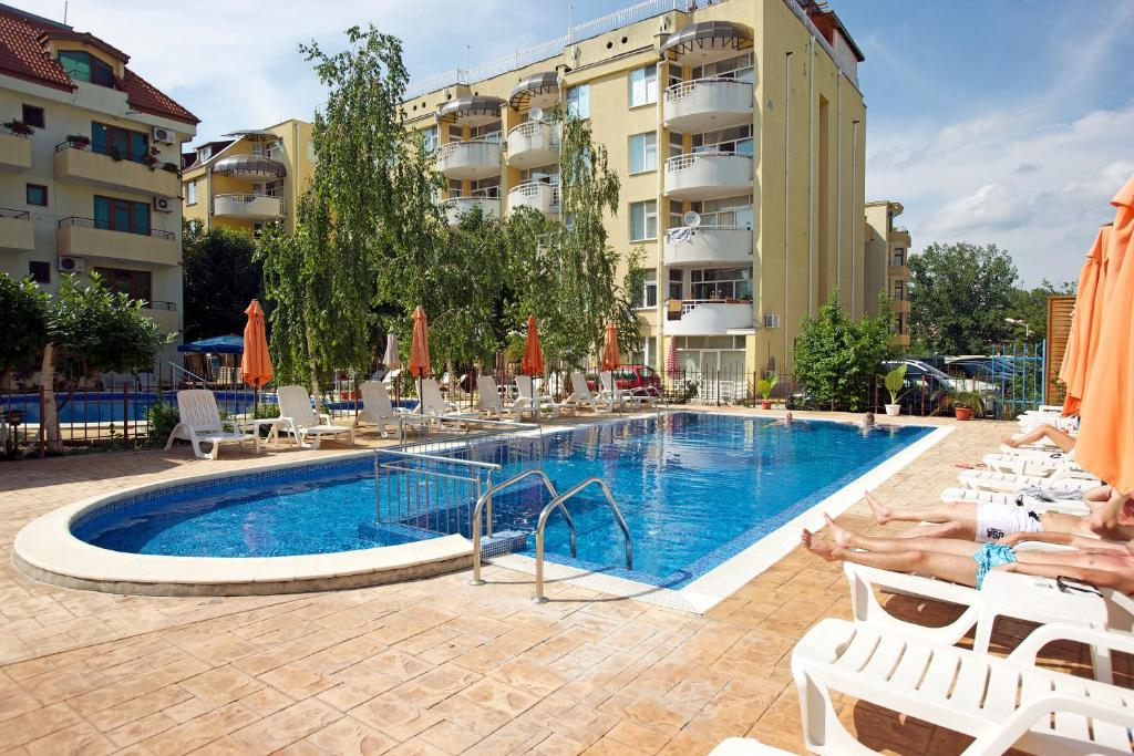 בריכת השחייה שנמצאת ב-Paloma Hotel או באזור
