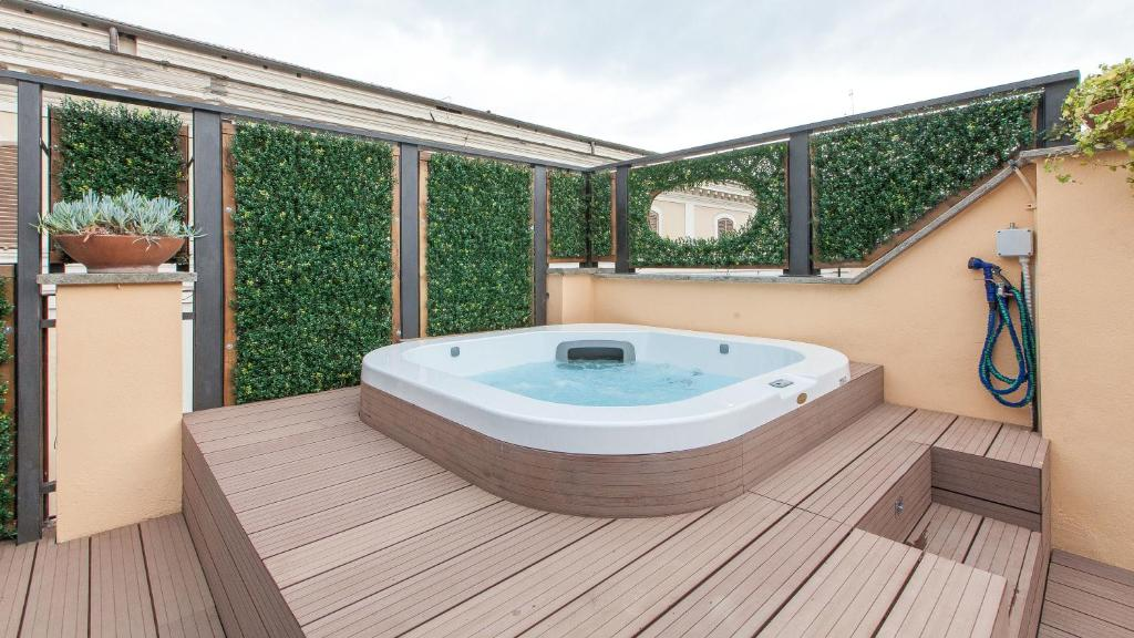 One Bedroom Apartment With Terrace And Hot Tub   Split Level