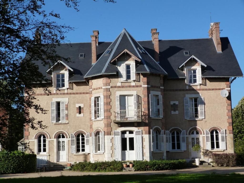 Chambres d 39 h tes ch teau de la brosse chambres d 39 h tes brinay - Chambre d hote chateau renard ...