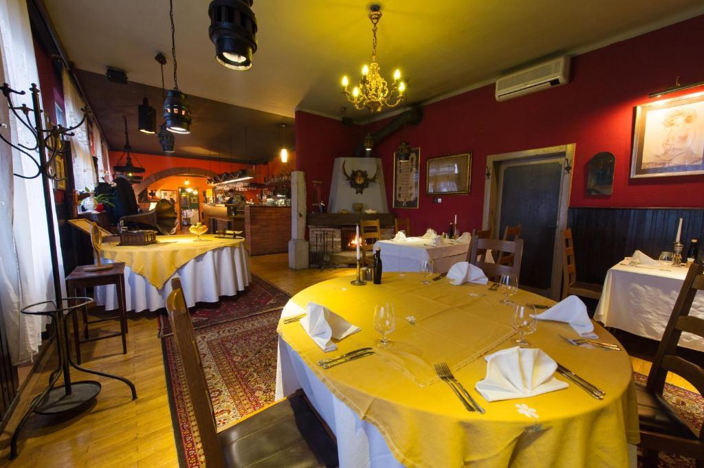 مطعم أو مكان آخر لتناول الطعام في Hotel Sporn