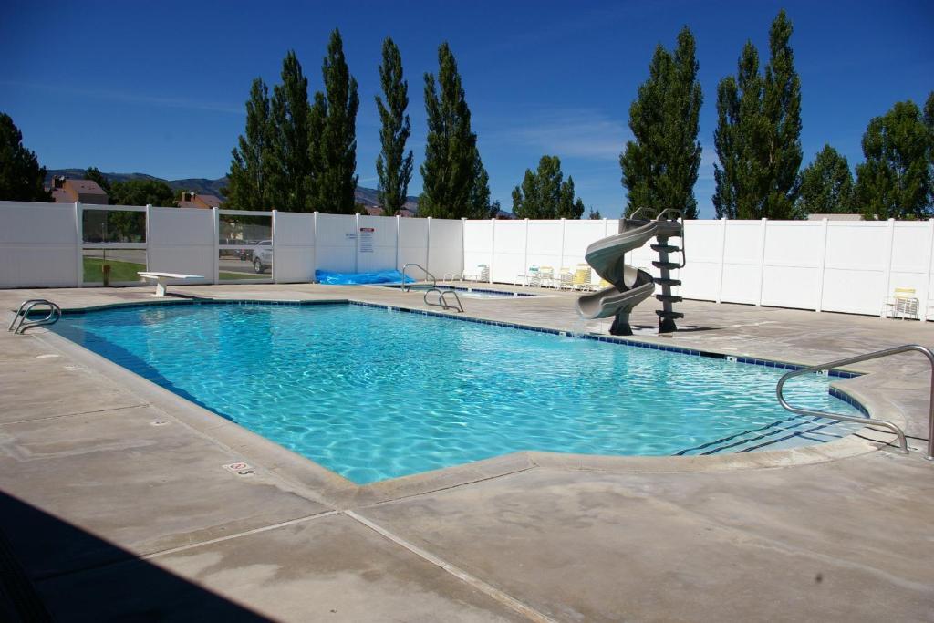 <div data-et-view=NAFQCDCcdXDPdFO:1</div Multi Resorts at Bear Lake