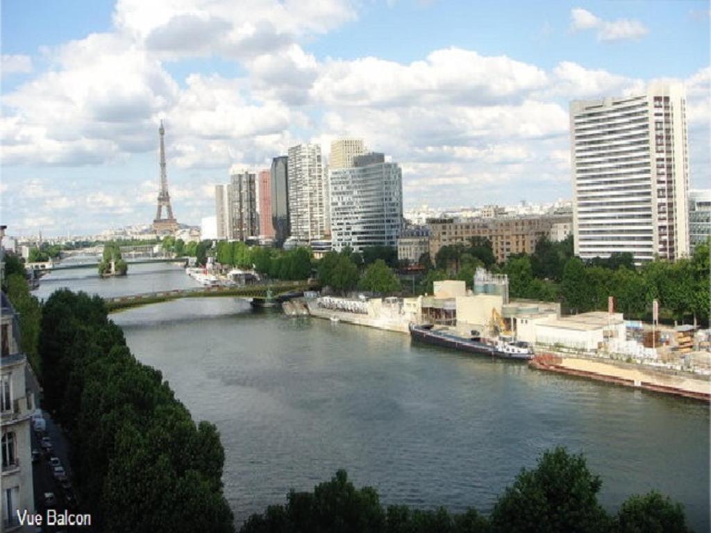 Apartment luxurious flat eiffel paris france for Flat hotel paris