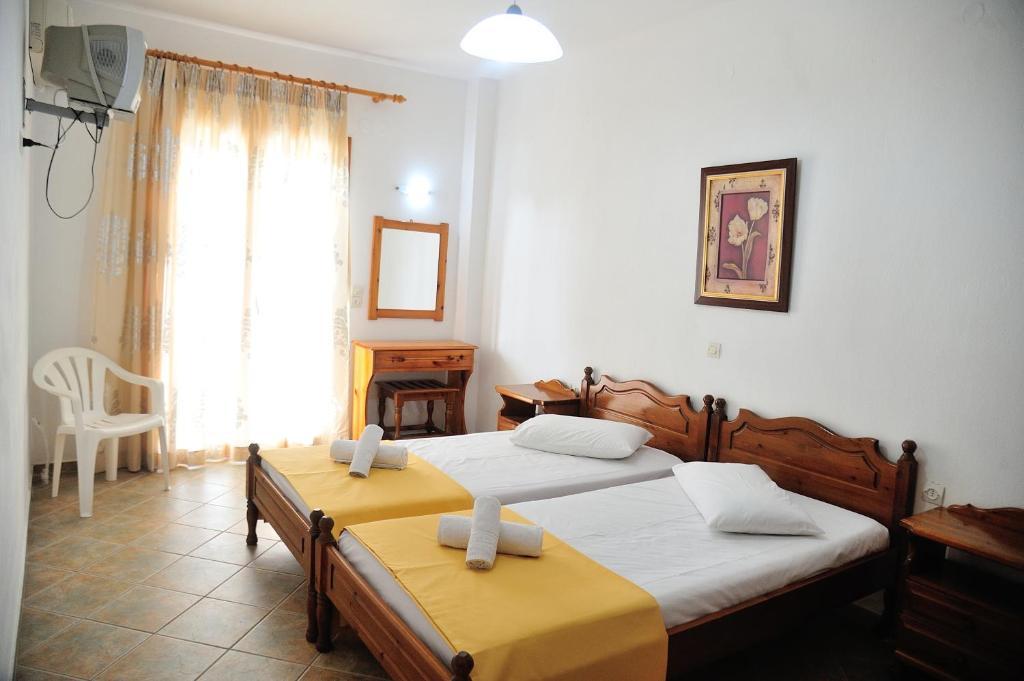 Dimitris haris studios sk athos book your hotel with for La piscine art hotel reviews