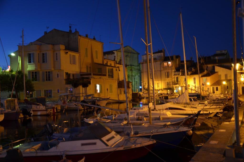 Rond Point Hotel De Ville Martigues