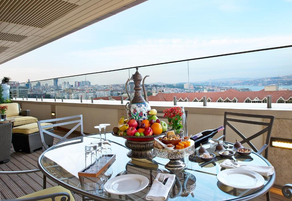 Divan istanbul beyo lu book your hotel with viamichelin for Divan istanbul