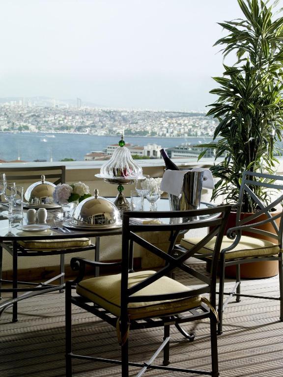 Divan istanbul beyo lu book your hotel with viamichelin for Divan international