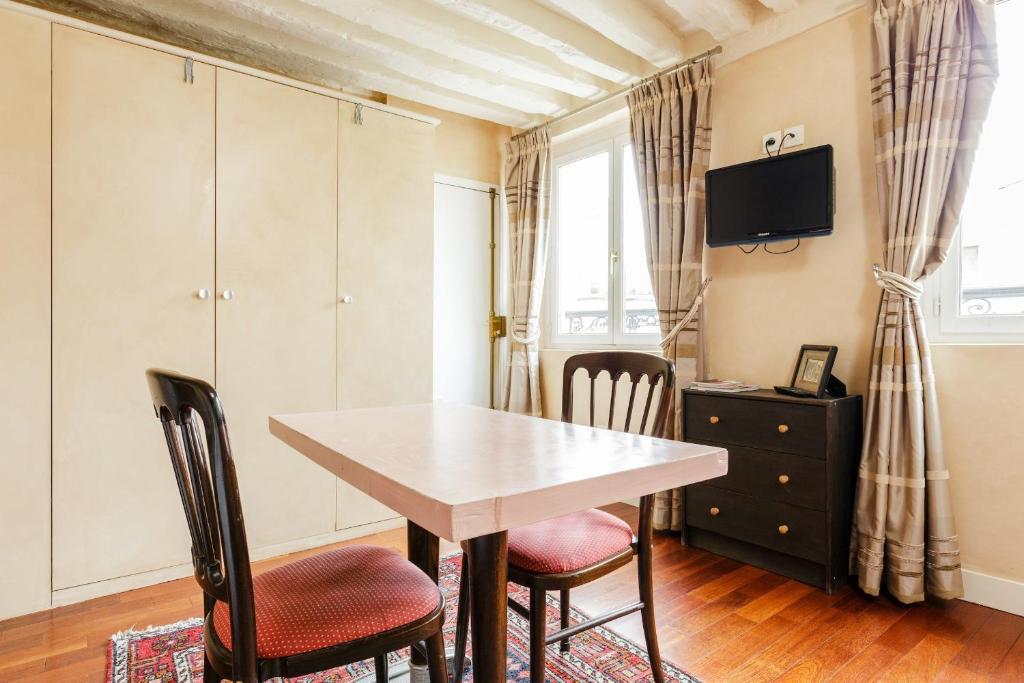 Appartement art deco locations de vacances paris for Appartement deco paris