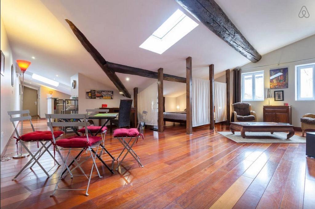 Apartment Loft Saint Vincent, Lyon, France - Booking.com