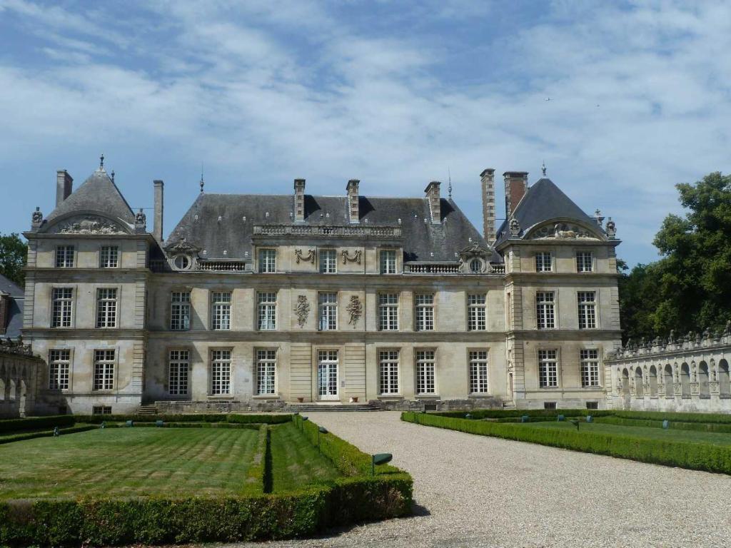 Chateau Raray Restaurant