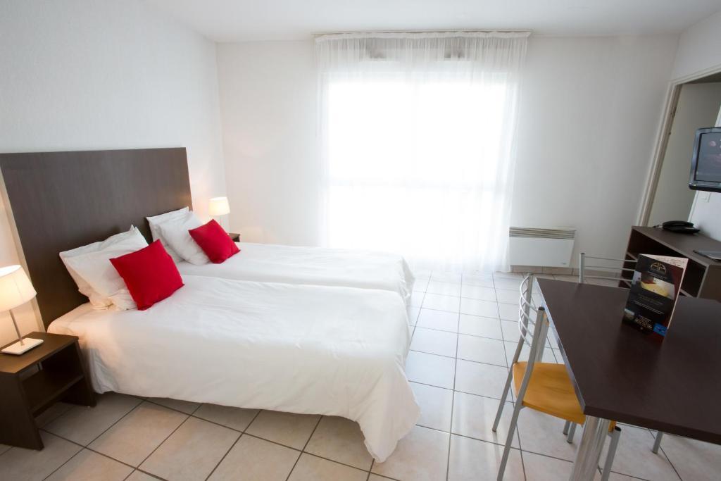 All suites appart h tel m rignac m rignac book your for Park suite appart hotel