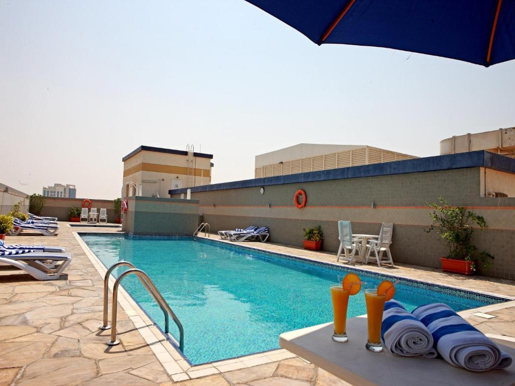 Rose garden hotel apartments barsha dubai book your for Garden pool dubai
