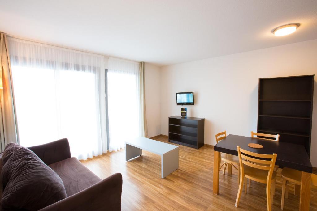All suites appart h tel la teste france la teste de buch for Appart hotel suite