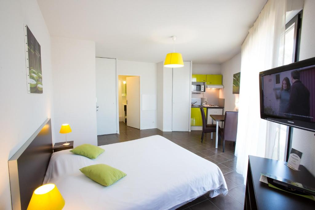 All suites appart h tel pau bill re prenotazione on for Appart hotel pau