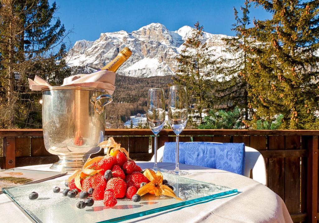 Boutique hotel villa blu cortina cortina d 39 ampezzo prenotazione on line viamichelin - Cortina boutique ...