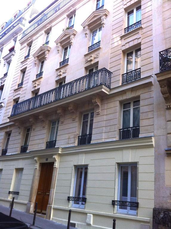 appartement de charme montmartre saint ouen book your hotel with viamichelin. Black Bedroom Furniture Sets. Home Design Ideas
