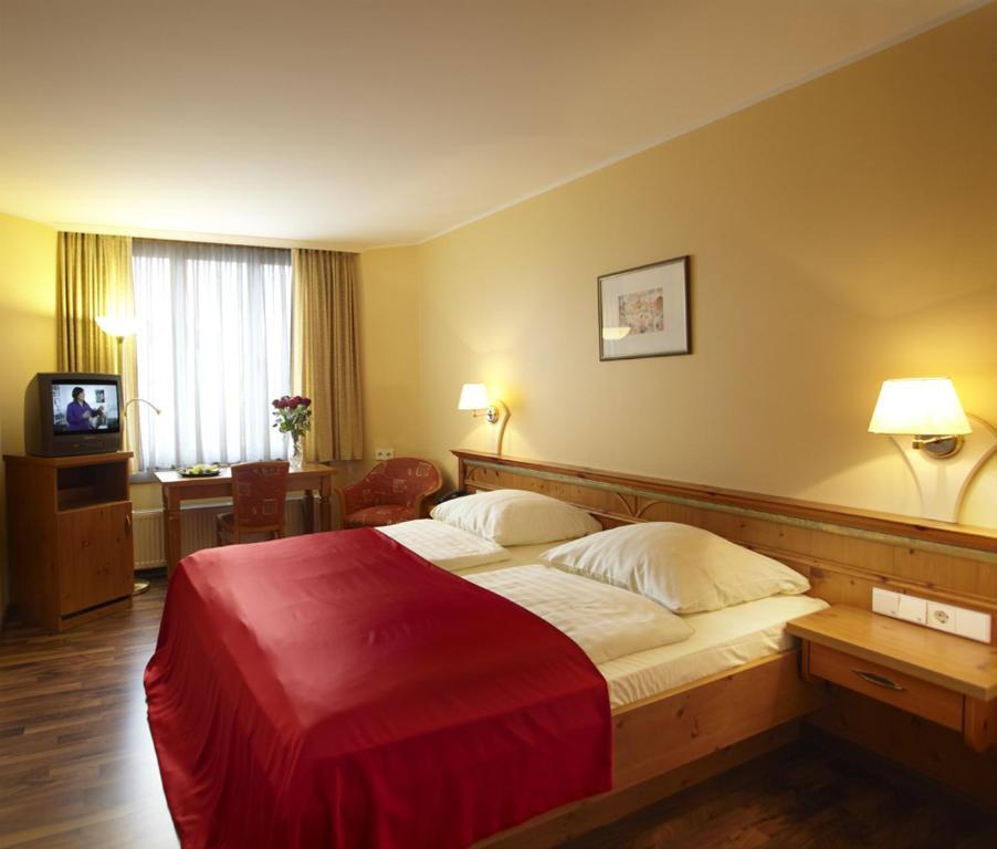 Hotel Gasthof Zur Post Hotels In Munchen Hotels Munchen Gunstig