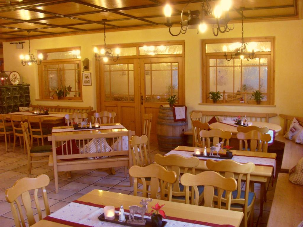 Hotel & Restaurant Engel  Herbertingen  Informationen. Rex Hotel Saigon. Kantary Bay Hotel Phuket. Crystal Suites Hotel. Datong Great Palace Hotel. Bambu Villa Resort. Corinthia Hotel Prague. NH Queretaro Hotel. Crowne Plaza Manama Bahrain