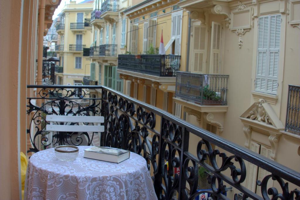 apartment monte carlo center monaco. Black Bedroom Furniture Sets. Home Design Ideas