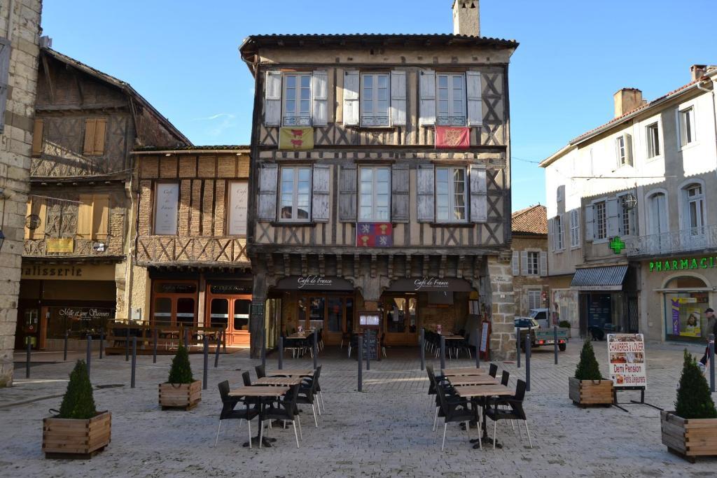 Hotel caf de france eauze for Apart hotel agen