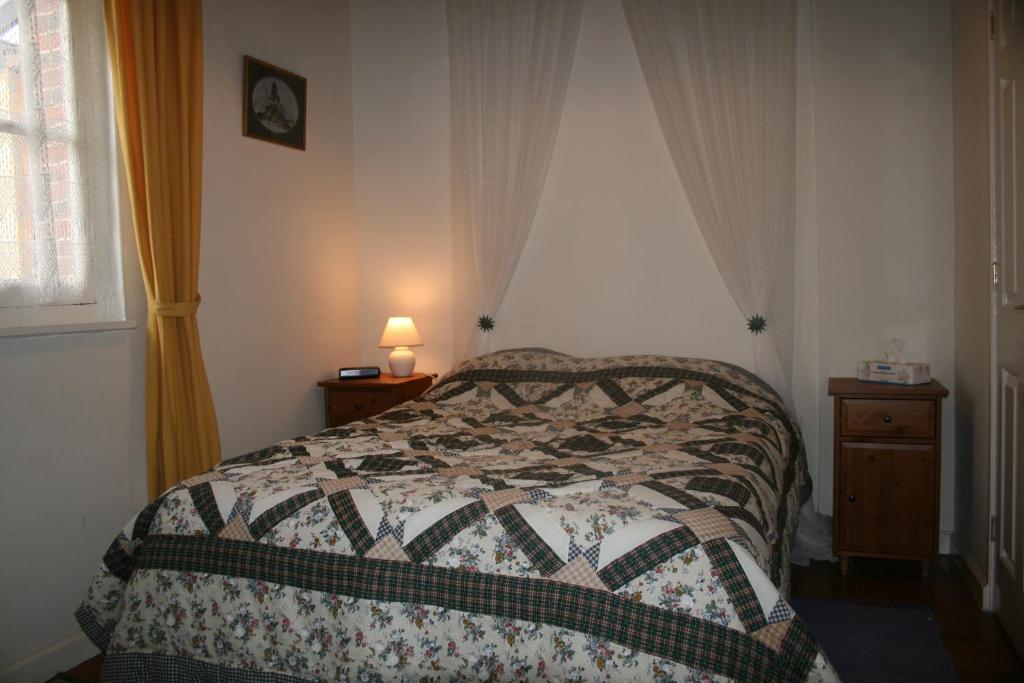 chambres d 39 h tes bourth b b chambres d 39 h tes chaise dieu du theil. Black Bedroom Furniture Sets. Home Design Ideas