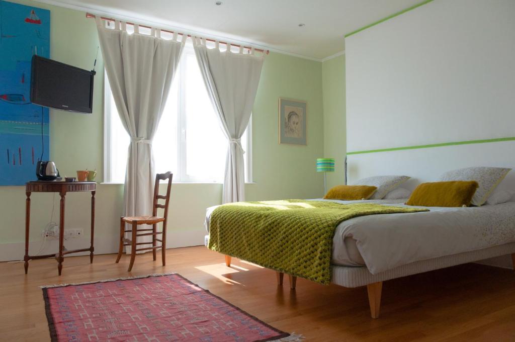 chambres d 39 h tes b b maison az chambres d 39 h tes bruxelles. Black Bedroom Furniture Sets. Home Design Ideas