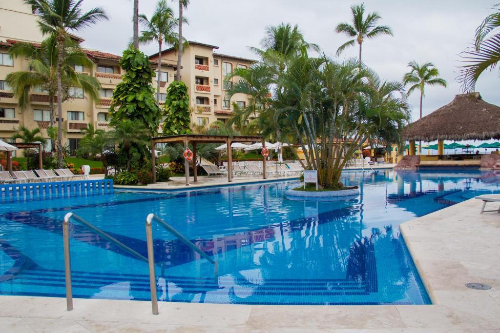 Canto del sol plaza vallarta all inclusive beach tennis for Hotel plaza de sol