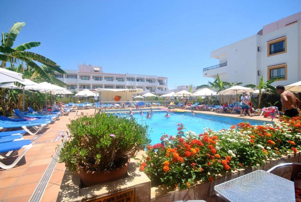 Casa luis apartments santa eulalia del r o book your hotel with viamichelin - Apartamentos en santa eulalia ibiza ...