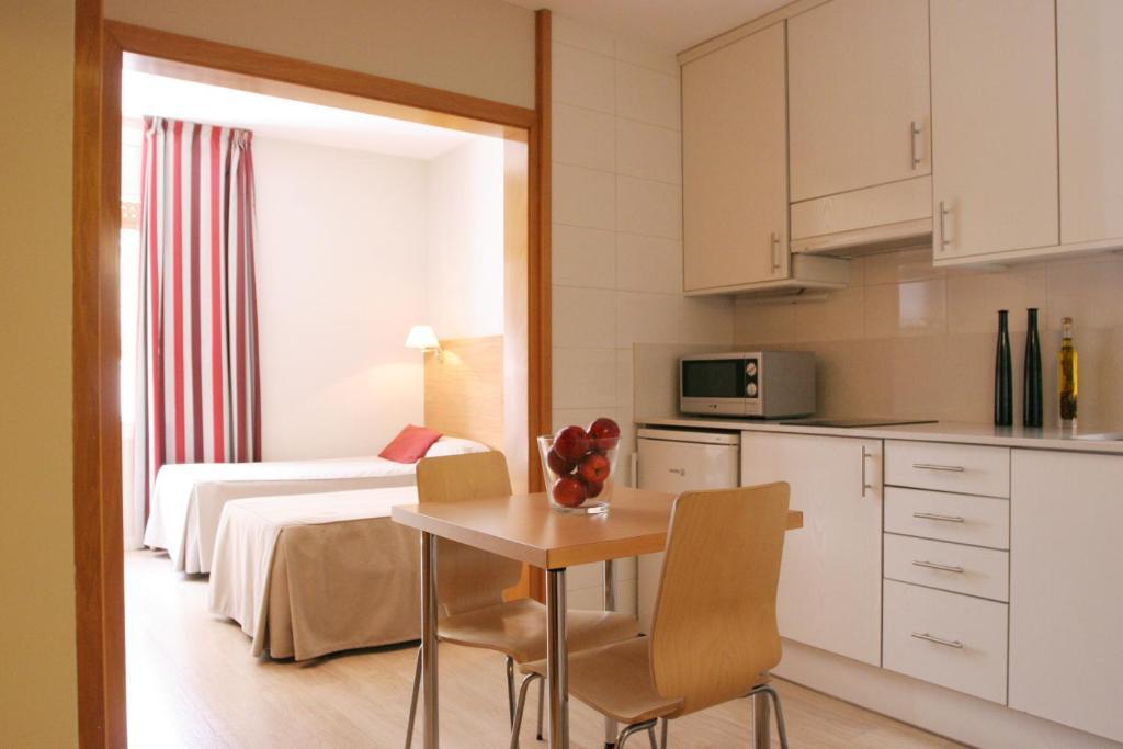 Apartamentos atica barcelona reserva tu hotel con viamichelin - Apartamentos en barcelona booking ...
