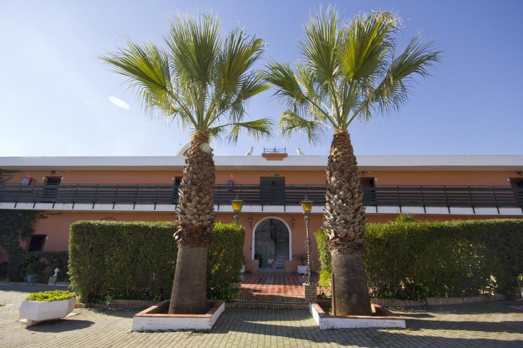 Hostal nueva andalucia dos hermanas informationen und for Piscina alcala de guadaira
