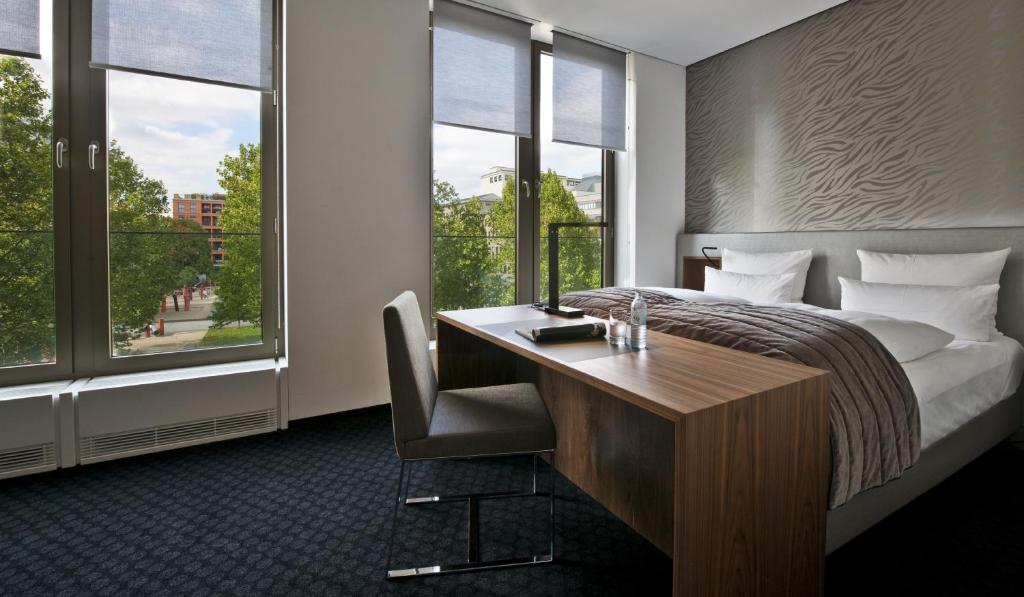cosmo hotel berlin mitte berlin book your hotel with viamichelin. Black Bedroom Furniture Sets. Home Design Ideas