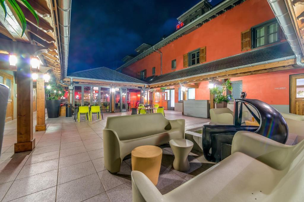 la maison rouge 2 barberaz reserva tu hotel con viamichelin. Black Bedroom Furniture Sets. Home Design Ideas