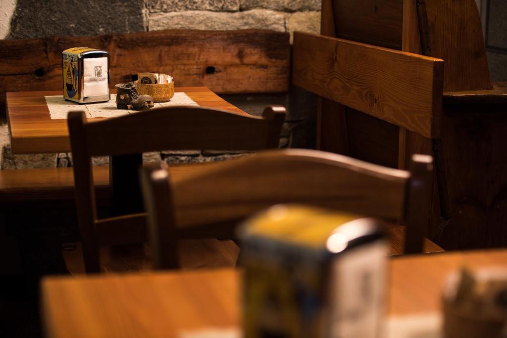 Albergo meubl vecchio scarpone crevoladossola book for Albergo meuble abatjour