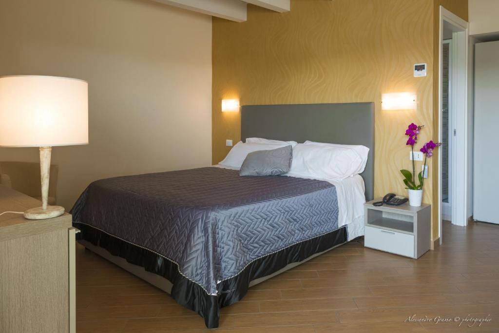 chambres d 39 h tes porto di claudio chambres d 39 h tes fiumicino. Black Bedroom Furniture Sets. Home Design Ideas