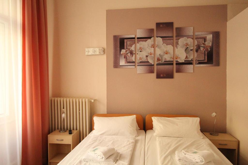 hotel elegia am kurf rstendamm berlin book your hotel with viamichelin. Black Bedroom Furniture Sets. Home Design Ideas