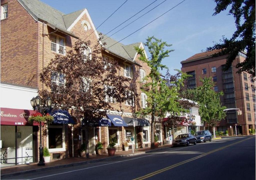 Great Neck North Guest House New Rochelle Book Your Hotel With