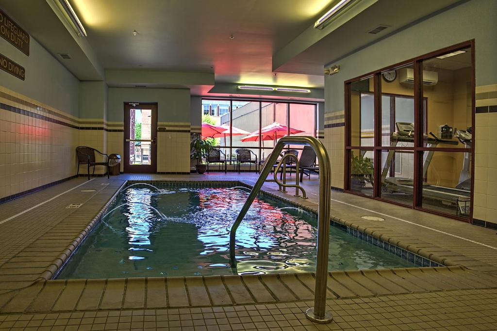 The hotel warner west chester book your hotel with - Hotels in chester with swimming pool ...